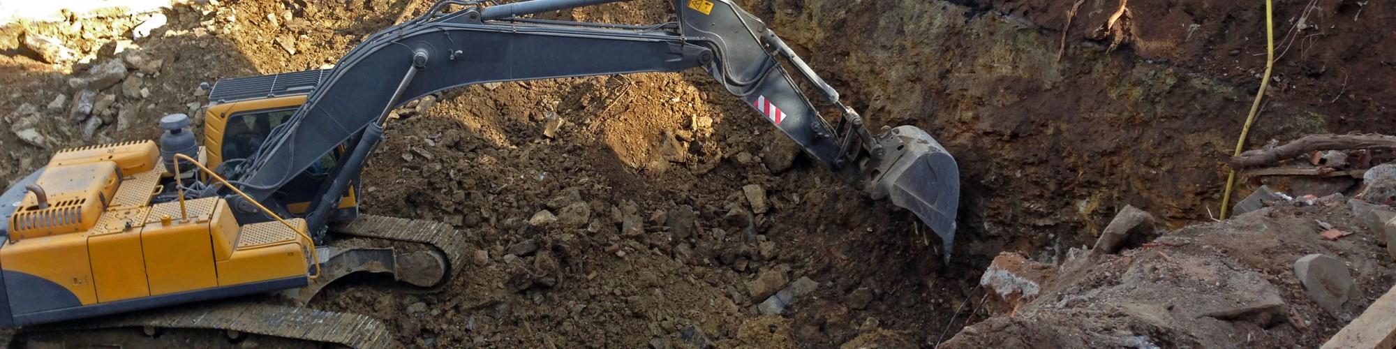 Foto: Bagger in einer Baugrube
