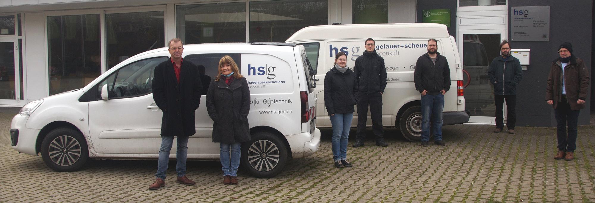 Gruppenbild HSG-Team vor Büro