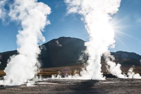 Bild: Dampfende Geysire